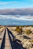 Rota próxima 66 da estrada de ferro em Califórnia fotografia de stock