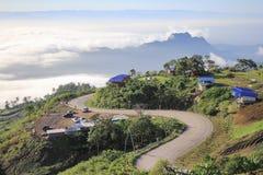 A rota sobre as montanhas Fotografia de Stock Royalty Free