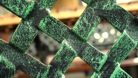Rotación de la cerca de madera de forma diamantada verde Cercado del fondo para la protección almacen de metraje de vídeo