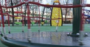 Rotación del carrusel en el parque almacen de metraje de vídeo