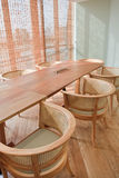 Rotan en het houten binnenland van het ontwerpbureau Royalty-vrije Stock Fotografie