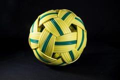 Rotanbal op zwarte achtergrond Royalty-vrije Stock Fotografie