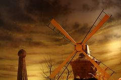 Rotating windmill for pumping water Royalty Free Stock Photography