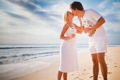 Rotation de couples de mariage Images libres de droits