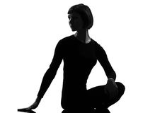 Rotation de pose de yoga de femme de sukhasana de femme Photos libres de droits