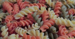 Rotation des pâtes en spirale colorées clips vidéos