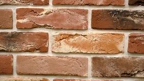 Rotation des roten dekorativen Ziegelsteines mit Sprüngen Maurerarbeithintergrund Zahl Block stock footage