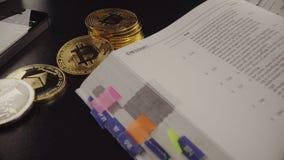 Rotation physique différente de devise en métal Nouvel argent virtuel mondial d'Internet Cyberespace de pièce de monnaie de Digit banque de vidéos