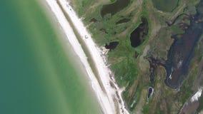 Rotazione e declino sopra una bella spiaggia stock footage