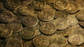 Rotazione spagnola delle monete di galeone stock footage