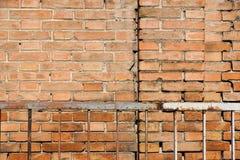 Rotbrauner vereinbarter Beschaffenheitshintergrund der Blockbacksteinmauer schön Lizenzfreies Stockfoto