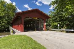 Rote abgedeckte Brücke Lizenzfreies Stockfoto