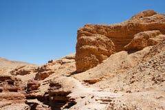 Rote abgefressene Felsen in der roten Schlucht Stockbilder