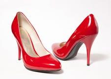 Rote Absatzfrauenschuhe Lizenzfreie Stockfotografie