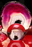 Rote abstrakte Kristallkugel Lizenzfreie Stockfotos