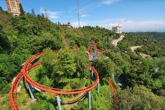 Rote Achterbahn I Stockfoto