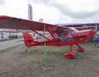 Rote Aerotrek A220 flache Seitenansicht Stockfoto