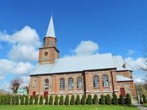Rote alte Kirche, Litauen Stockfotografie