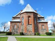 Rote alte Kirche, Litauen Stockbild