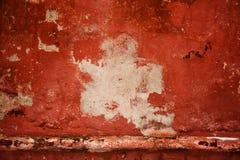 Rote alte Wand abstrakte Hintergrundbeschaffenheitsbetonmauer Farbe zieht von der Oberfläche der Wand ab Stockfotos