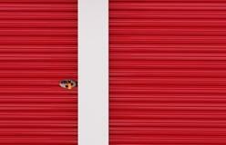 Rote Aluminiumtür Lizenzfreie Stockbilder