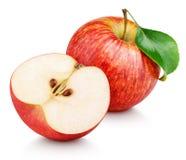 Rote Apfelfrucht mit dem halben und grünen Blatt lokalisiert auf Weiß Lizenzfreie Stockfotografie