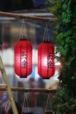 Rote asiatische Laternen Stockfoto