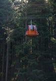 Rote Aufzugkabine Stockfotos