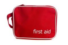 Rote Ausrüstung der ersten Hilfe auf Weiß Lizenzfreies Stockfoto