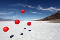 Rote Bälle in Death Valley Stockfotos
