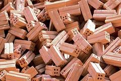 Rote Backsteine für Bau Lizenzfreies Stockfoto
