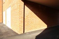 Rote Backsteinmauer-Szene Stockfotos
