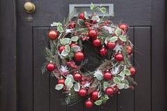 Rote Ball-Weihnachtskranz-Dekoration Stockbilder