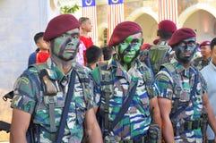 Rote Barettarmee in den Kommandos konstant stockfoto