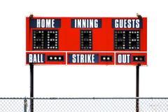 Rote Baseball-Anzeigetafel für Spiel mit Himmel stockfotos