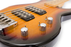 Rote Bass-Gitarre lokalisiert gegen weißen Hintergrund Lizenzfreie Stockfotografie
