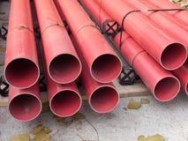 Rote Belüftungs-Rohre lizenzfreie stockfotografie