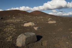 Rote Berge in Island lizenzfreie stockfotos