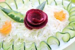 Rote-Bete-Wurzeln Gurke und Karottensalat Stockbilder
