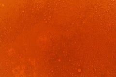 Rote Bierbeschaffenheit Farbiger Hintergrund stockfotografie