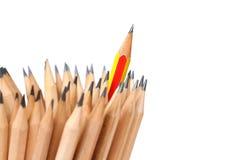 Rote Bleistiftkunst auf weißer Hintergrundkonzept-Ideenführung Lizenzfreies Stockbild