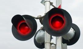 Rote blinkende Schienen-Überfahrt-Signale Stockfotos