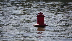 Rote Boje auf dem Wasser stock video footage