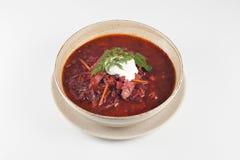Rote Borschtschsuppe mit Sauerrahm Stockbilder