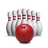 Rote Bowlingkugel und Stifte lokalisiert auf weißem Hintergrund Stockbild