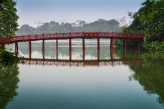 Rote Brücke auf Hoan Kiem See. Lizenzfreie Stockfotografie