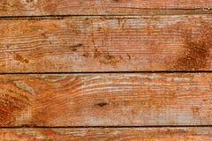 Rote Brettwand einer alten Scheune Strukturierte und abblätternde rote Farbe Franc Stockbilder