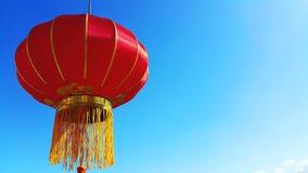 Rote chinesische Laterne auf blauem Himmel Lizenzfreie Stockfotografie