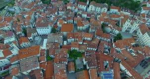 Rote Dächer der alten Stadt stock video