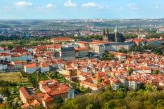 Rote Dächer in Prag, Tschechische Republik Lizenzfreie Stockfotos
